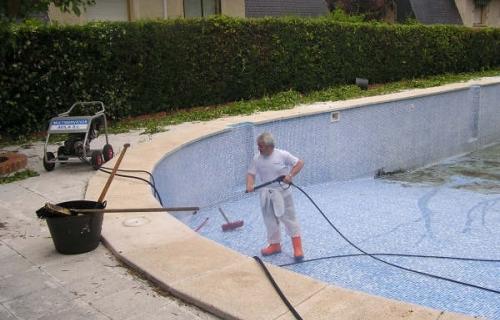 Limpieza y mantenimiento de piscinas multiservicios vila for Piscinas de sal mantenimiento